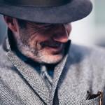 Mężczyzna i jesienne buty – pomocnik